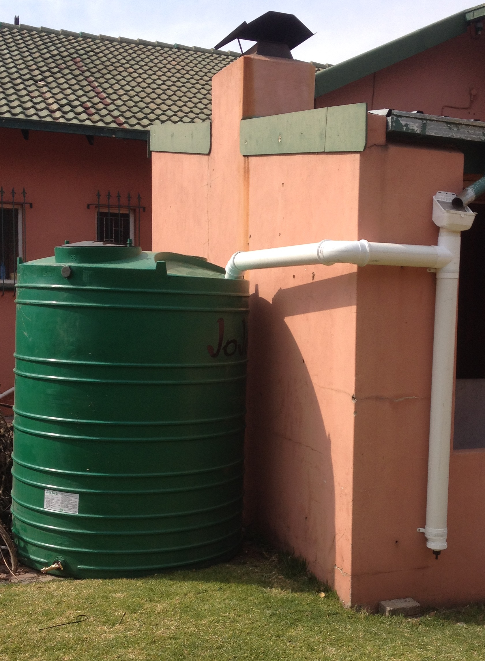Rainwater harvesting equipment installation rainwater for Rainwater harvesting at home